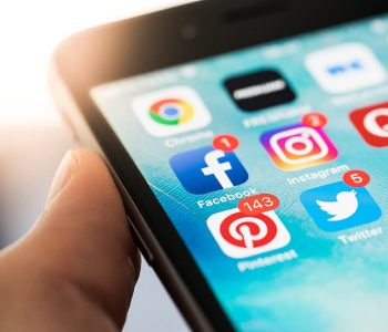 STAYING HEALTHY IN A WORLD OF SOCIAL MEDIA