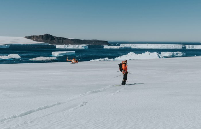 Antarctica_Peninsula_©SteinRetzlaffEYOS©_{legend}_operations(helicopters[hast])____20200111_074503_870_[3600x2400]_973kB
